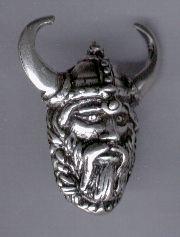 Pendentif tête de viking. Médaille en étain trempée dans un bain d'argent.