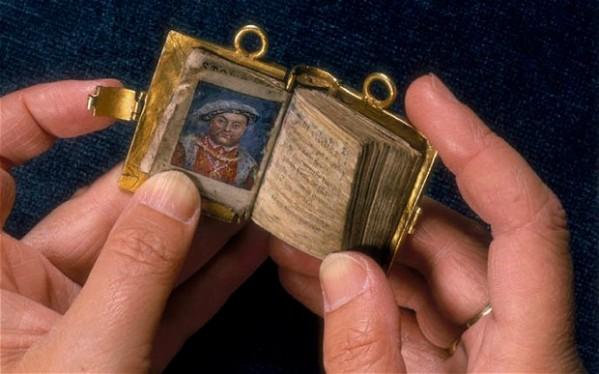 49032_minbks_ Ch01_Anne Boleyn.jpg