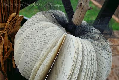 Citrouille découpée dans des pages...