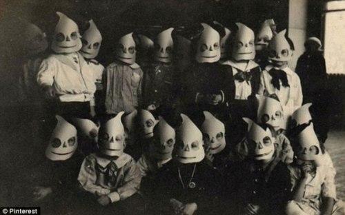 creepy_old_halloween_photos29