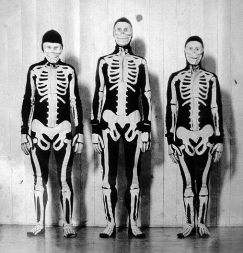 Old Halloween Costumes From Between the 1900's to 1920's (3)