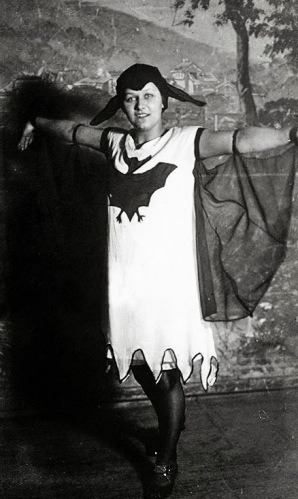 Old Halloween Costumes From Between the 1900's to 1920's (7)