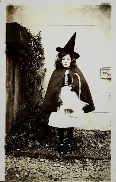 Old Halloween Costumes From Between the 1900's to 1920's (9)