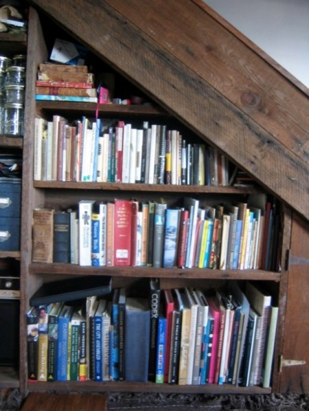 2Perfect-Idea-in-Making-Amazing-Shelf-Under-Stairs-590x786