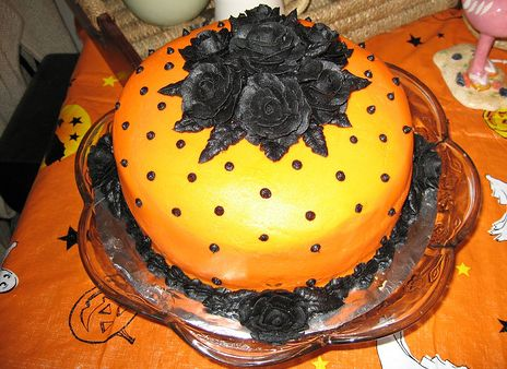 Beautiful+orange+halloween+cake+with+black+roses+top