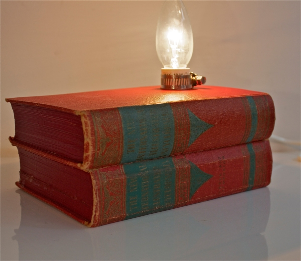 book-lamp-red-and-green-1