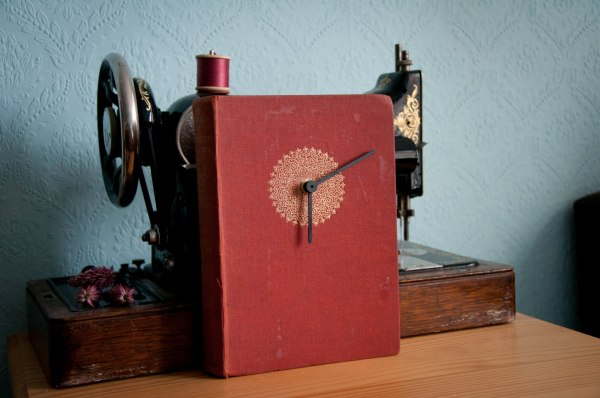 book+clock+with+Singer+sewing+machine