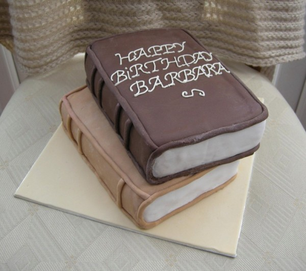 books birthday cake-1