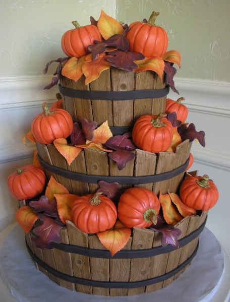 wooden%2520baskets%2520with%2520fall%2520leaves%2520and%2520pumpkins%2520cake