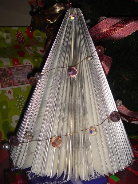 book-xmas-tree-8