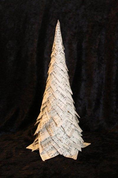 christmas_tree_book_sculpture_by_wetcanvas-d5ka2it