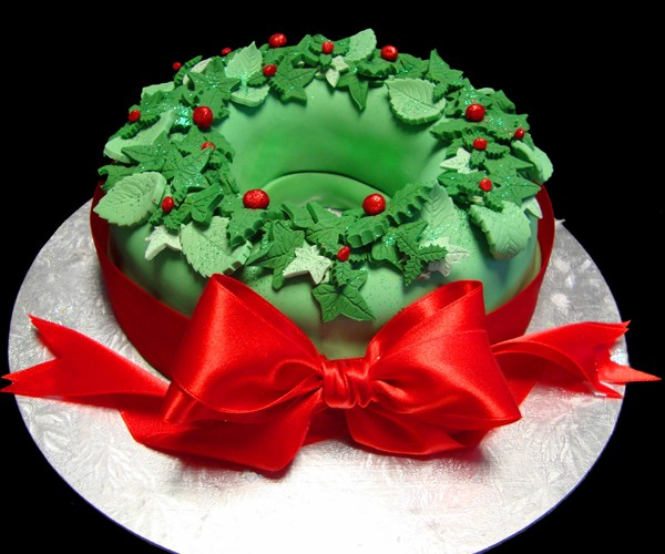 holly_wreath_cake