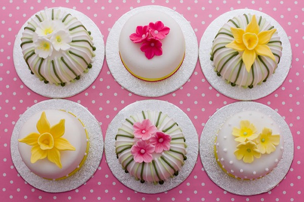 pink-and-yellow-mini-cakes-web