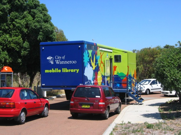 Wanneroo_mobile_library_at_Quinns_2004