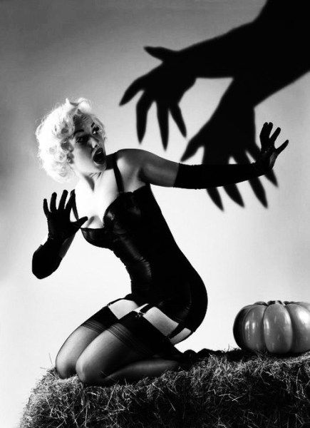halloween-pinup-scary-hands