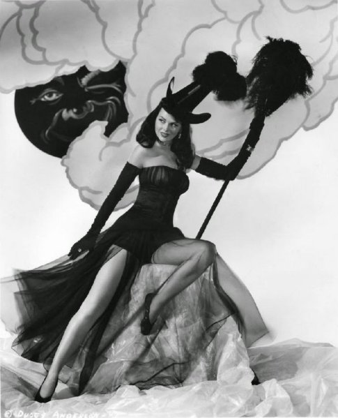 Vintage-Halloween-Pin-Up-Girls