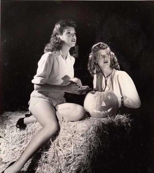 vintage-halloween-pinups-8