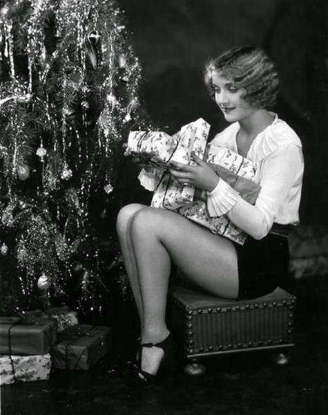 Hollywood+Starlet+Christmas+Pin-up+(5)