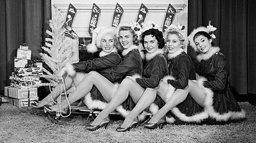 vintage-x-mas-girls-pin-ups-christmas-time