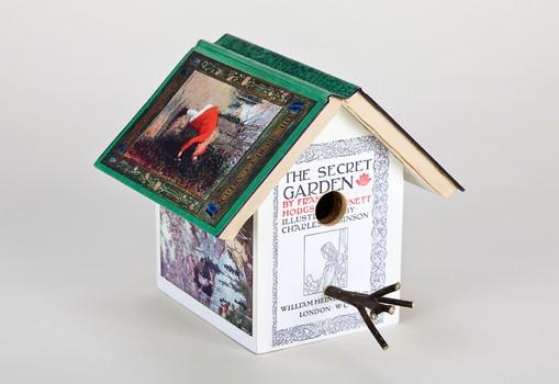 med_birdhouse_garden_1200x825