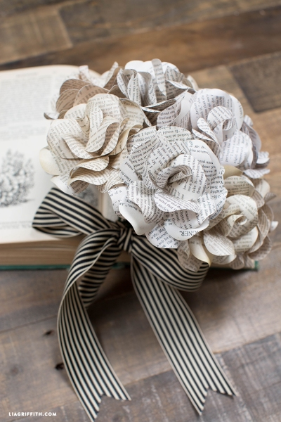 Paper_Rose_Book_Page_Bouquet