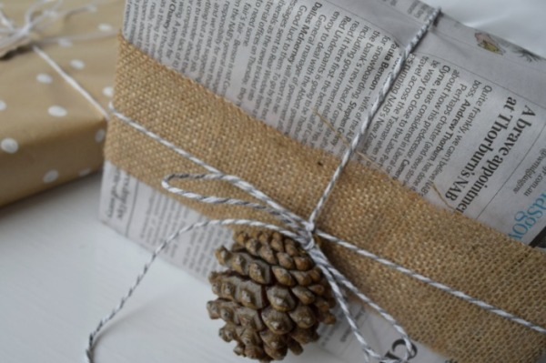 10-christmas-gift-wrapping-ideas-pinecone
