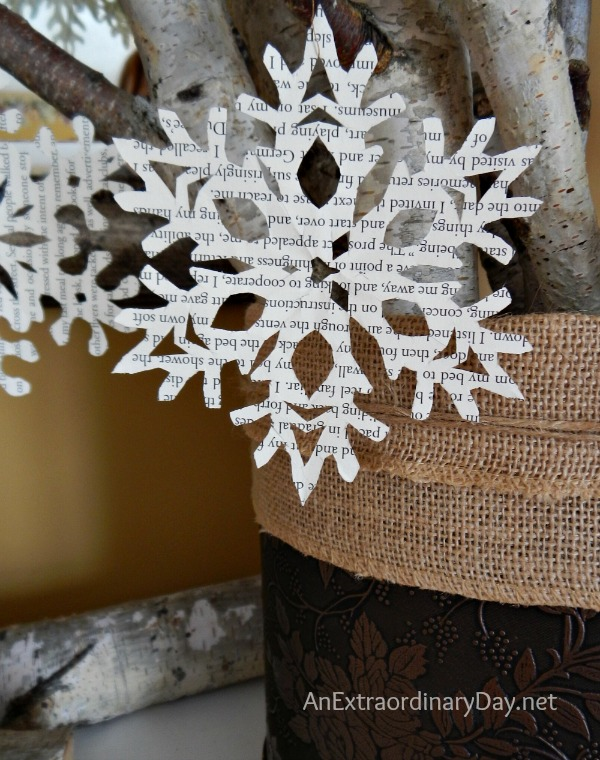 Book-Page-Snowflakes-Tutorial-AnExtraordinaryDay.net_1.jpg