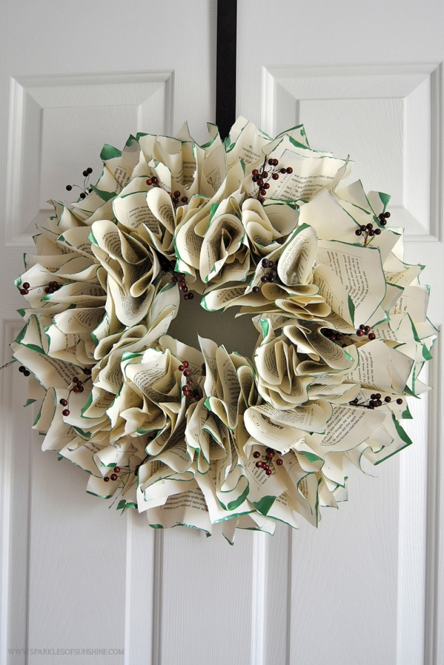 Book-Page-Wreath-Christmas-DIy.jpg