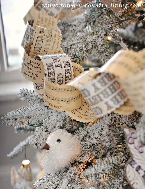 Vintage-Christmas-Paper-Chain-6.jpg
