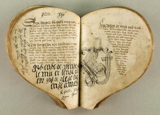 livres-forme-coeur-L-XxMMA2.jpg