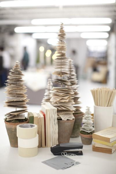 Christmas-Tree-Made-From-Pages-of-old-Books.jpg