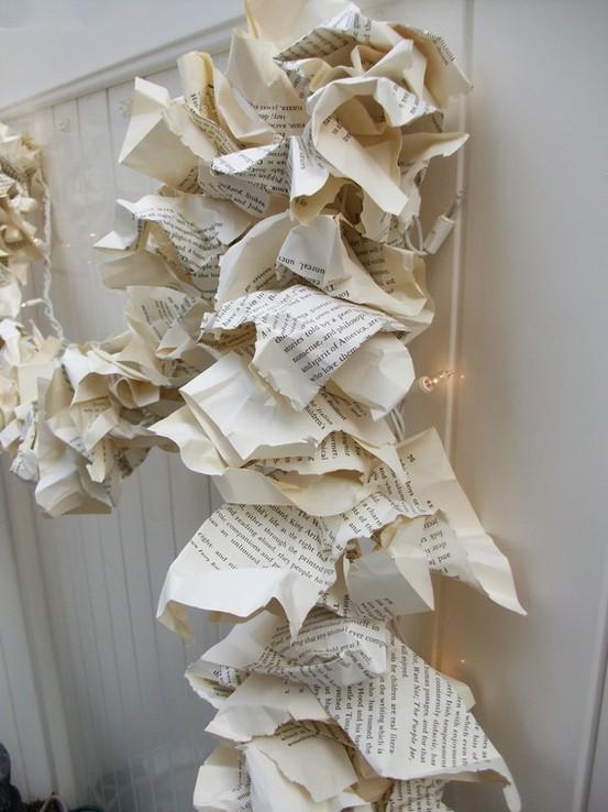 guirnalda+navidad+papel+paginas+periodico+diy+hazlo+tu+mismo+adornos+navideños+sencillos.jpg
