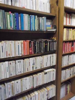 PETITS OBJETS DE COMPAGNIE et sa LITTLE FREE LIBRARY vous proposent 10 000 ouvrages….