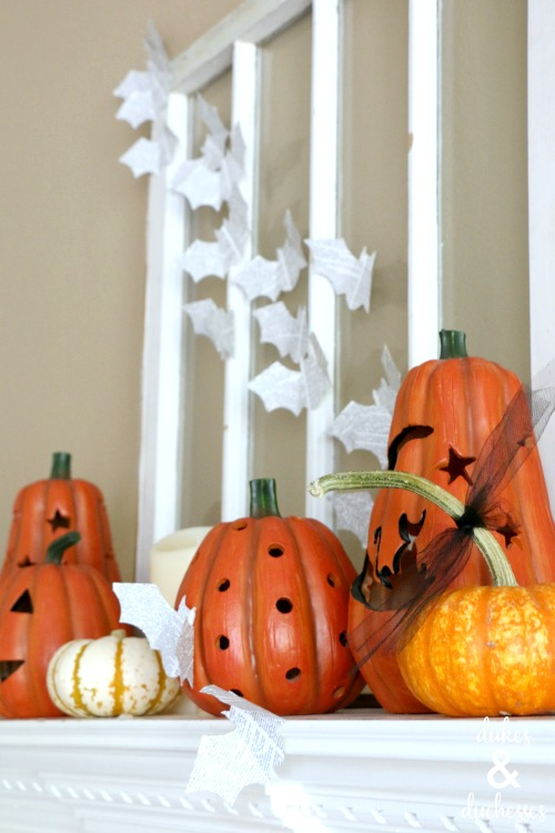 halloween-mantel-decor.jpg