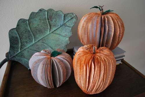 recycled-book-pumpkin-decorations.jpg