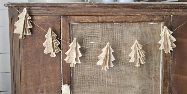 Vintage-Book-Christmas-Tree-Garland-17-e1513695227535.jpg