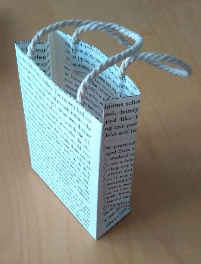 ea4ce42b48df3d642aa0cbb313249a76--recycled-book-crafts-old-book-crafts.jpg